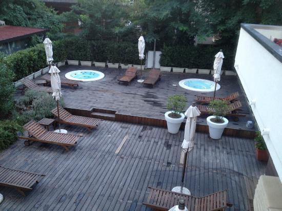 Hotel Atmosfere: Vista sulle piscine idromassaggio