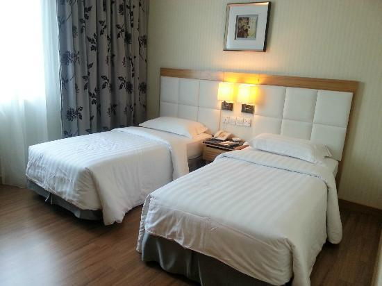 Crown Garden Hotel: Twin Beds