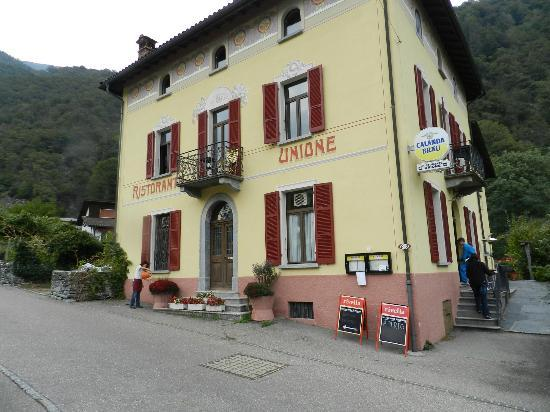 Unione : Front and side of hotel