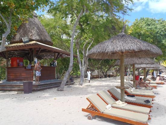 Club Med La Plantation d'Albion: bar de plage