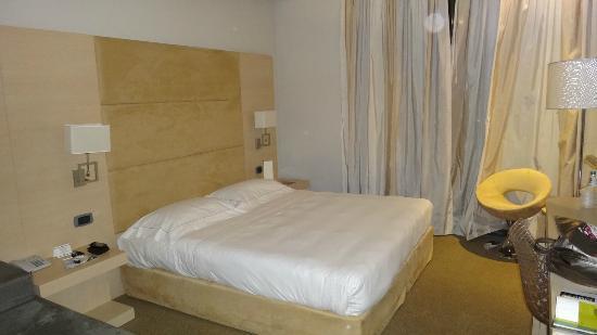 Hotel Expo Verona : cama confortavel e limpa