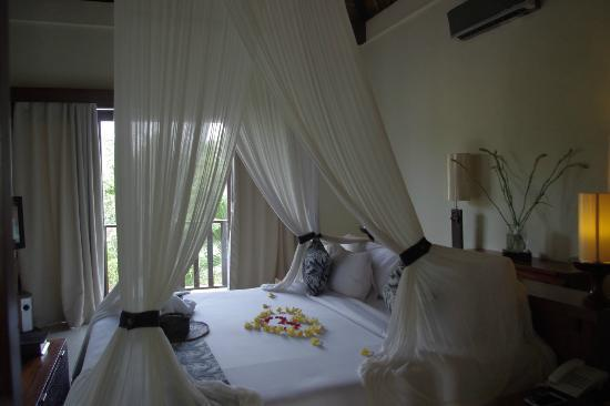 KajaNe Mua Private Villa & Mansion: Lovely bed!