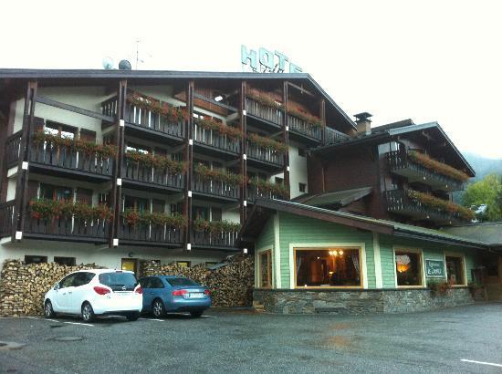 Hotel du Bois: Front of hotel