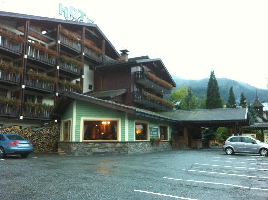 Hotel du Bois: Hotel front entrance