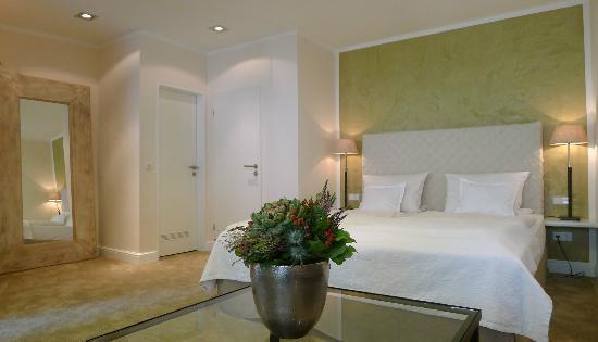 Galerie-Hotel : Zimmer A2 mit eigener Verander