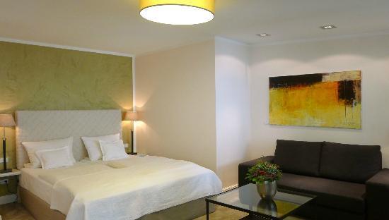 Galerie-Hotel: Zimmer A2 mit eigener Verander