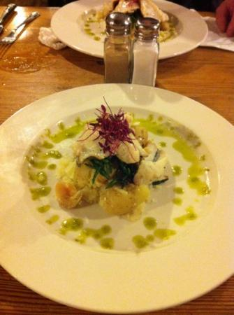 Cadgwith Cove Inn: John Dory with crushed potatoes and samphire. Delicious !