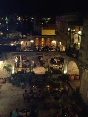 Sultan Cave Suites: the restaurant