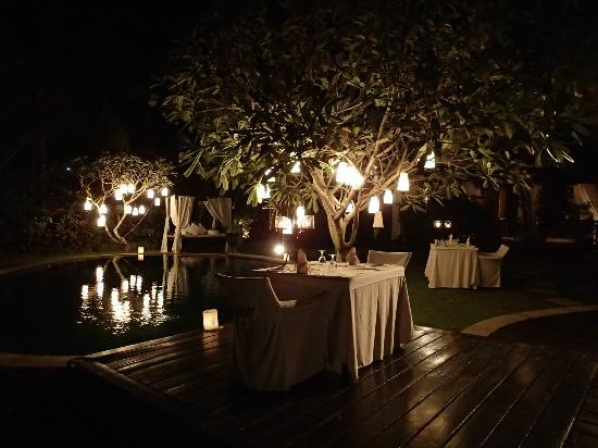 La Villa Mathis: Beautiful dinner setting in the gardens