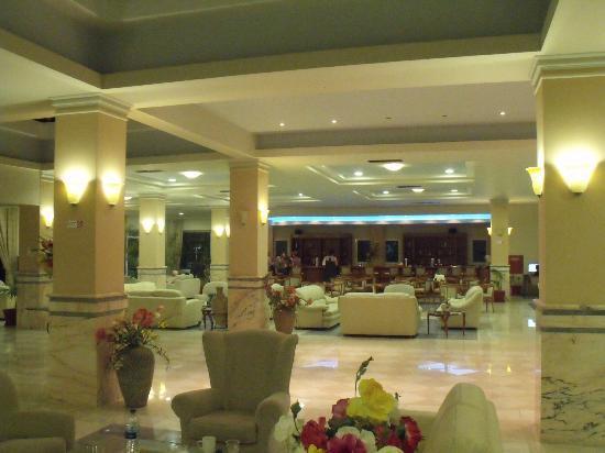 Zorbas Beach Hotel: lobby