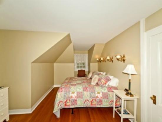 The Magnolia Inn: A  Guest Room