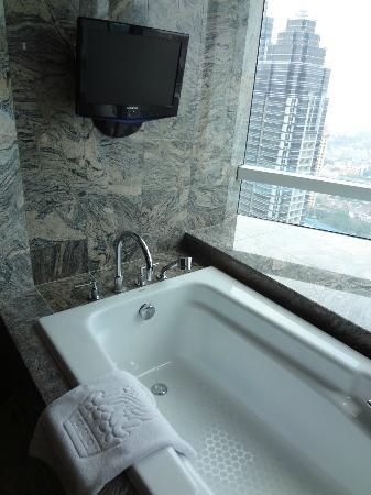 The Ritz-Carlton Jakarta, Pacific Place: Small TV in Bathtub