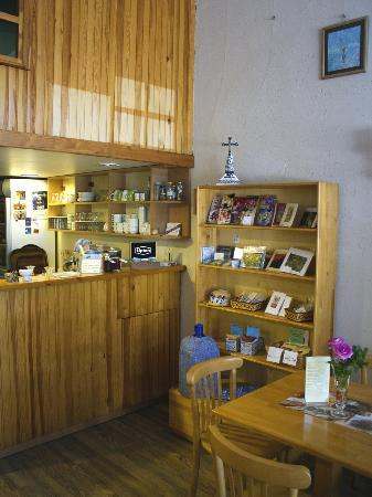 St. John Cafe Shop: Great selection of gifts and souvenirs