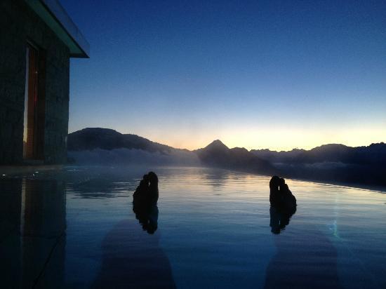 Hotel Villa Honegg: Sunrise from the pool