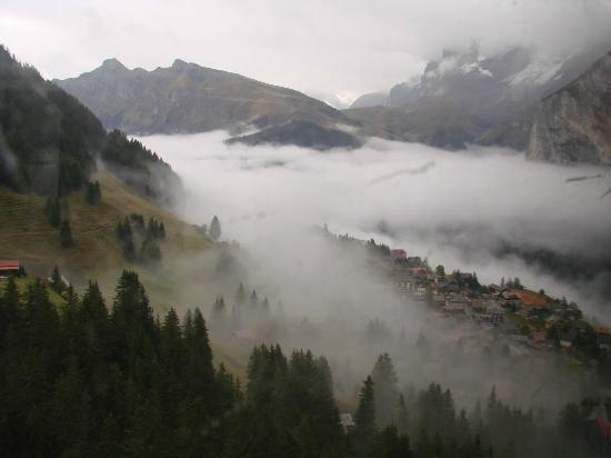 Eiger Guesthouse: view over Murren coming down from Schilthorn