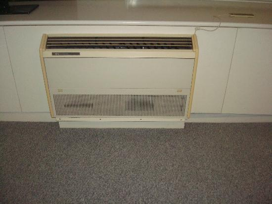 Cairns Aquarius: this is the only AC in the living room