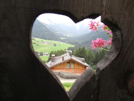 Bed and Breakfast Hanslerhof: Particolare balconcino della casetta delle api....Un amore.