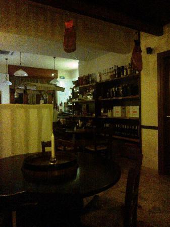 Boccondivino : area ristoro a piano terra verso l'ingresso