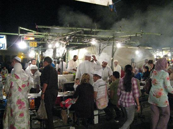 Marrakech-Tensift-El Haouz Region, Maroko: restos sur la place