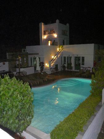 Margado Accommodations: Calme lumière nocturne.