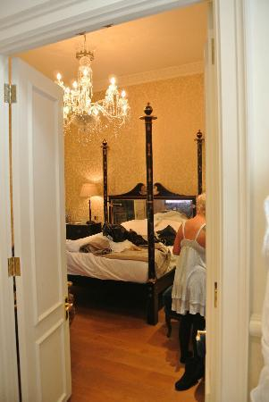 The Kensington Hotel: View of room from bathroom door