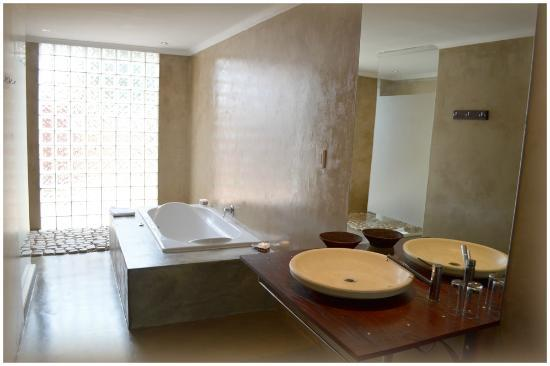 African Moon Corporate House: Bath room of executive room