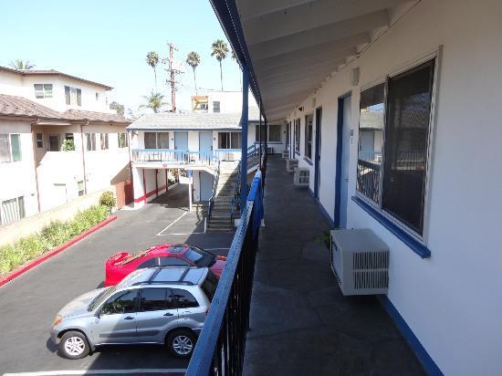 La Jolla Beach Travelodge: Unser Zimmer im ersten Stock Richtung Meer