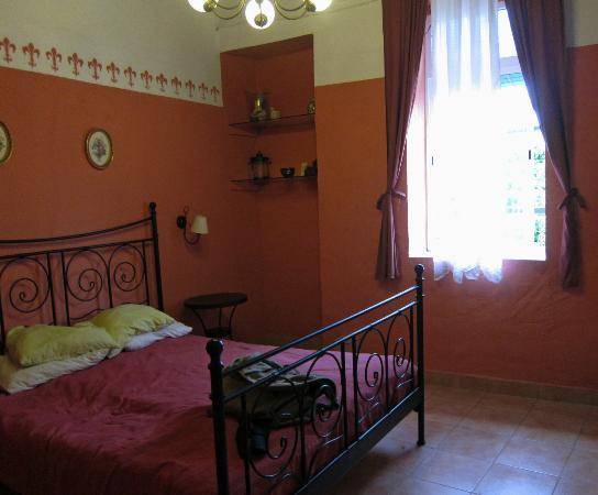 Casa Rosaleda: The bedroom of the apartment we generally stay in.