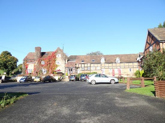 The Crown At Hopton: Car Park and Newer Accommodation