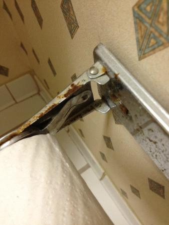 Comfort Inn: rusty metal, used drywall screws