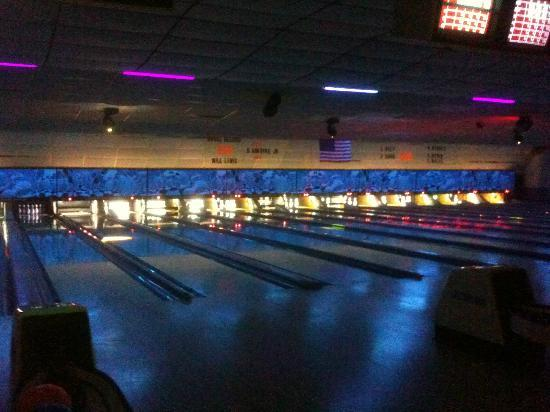 Oxford, PA: Rockin' Cosmic Bowl on Friday nights