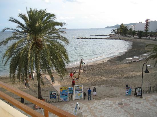 Apartments Mar y Playa: Aussicht vom Balkon auf den Strand