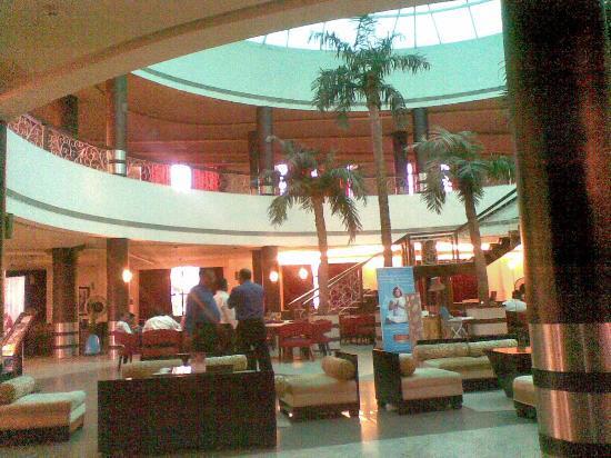 St Laurn Meditation & Spa: reception aand waiting lounge.