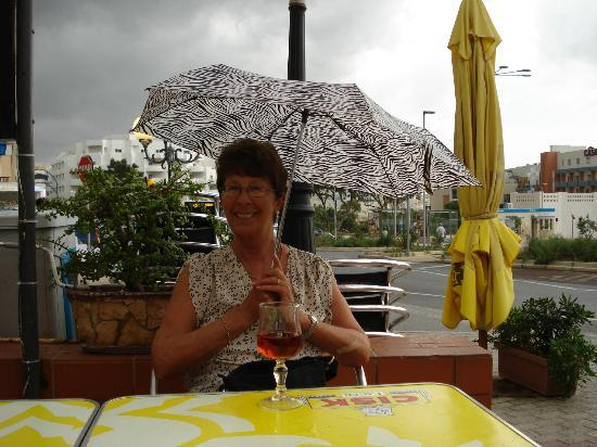 Red Lion Pub: Sheltering From Rain in Red Lion