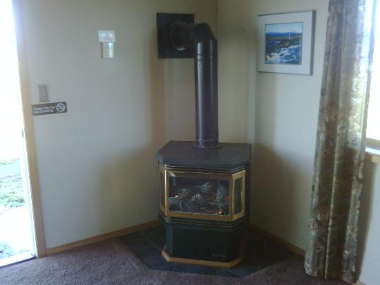 Point Arena Lighthouse: Very warm gas fireplace