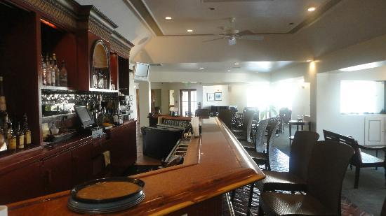 Griffin's Bistro and Bar: Great Piano bar area
