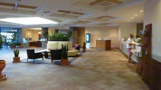 ‪‪DoubleTree Resort by Hilton Paradise Valley - Scottsdale‬: Other view of lobby area.‬