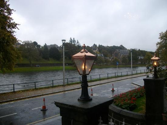 BEST WESTERN Inverness Palace Hotel & Spa: sitting beside warm fire,looking out lounge window at river