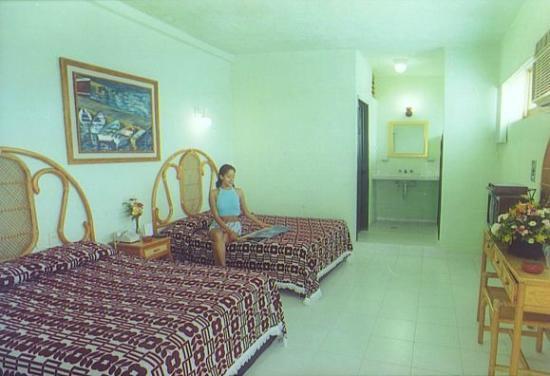 Maria De Lourdes: Habitación