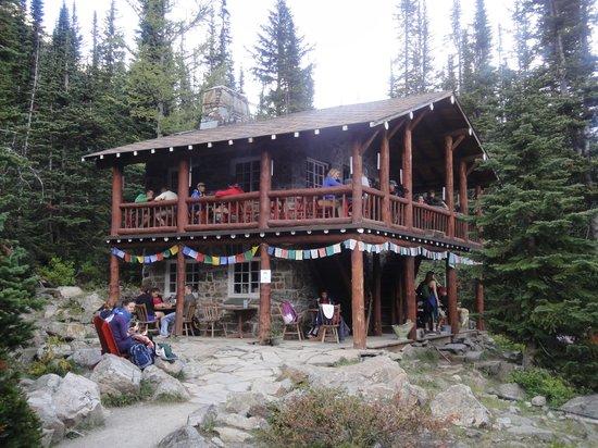 Plain of Six Glaciers Tea House: La Tea House da fuori