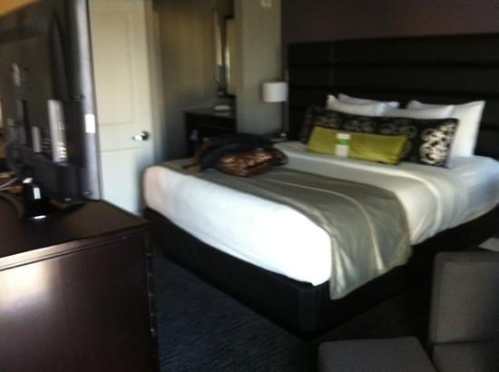 HYATT house Charlotte Center City : bed
