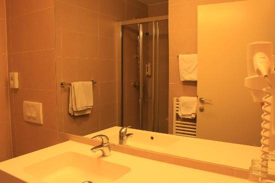 Hotel Slisko: Clean bathroom