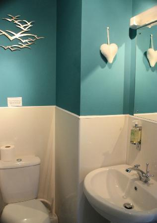 Treventon Guest House : Tastefully decorated bathroom