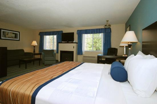 BEST WESTERN PLUS Berkshire Hills Inn & Suites: Fireplace King