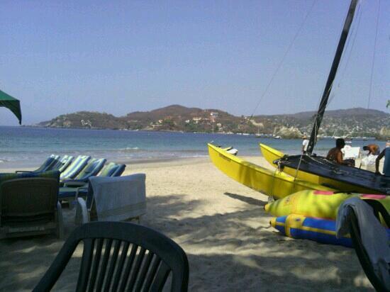 A relaxing morning at Playa La Ropa, Zihuatanejo, Guerrero, Mexico
