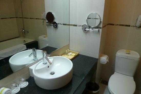 Park View Hue Hotel: Baño