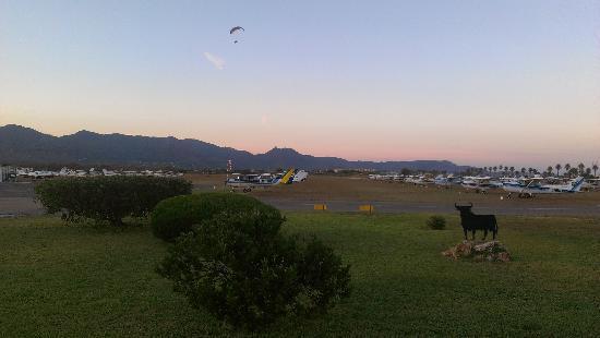 El Grao, Spanien: AEROCLUB JUNTO AL HOTEL