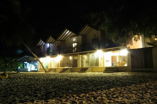 Clef des Iles: By night
