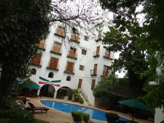 El Meson del Marques: Vista posterior del hotel