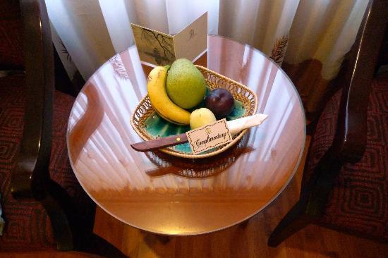 Flower Garden Hotel: Fruta de regalo
